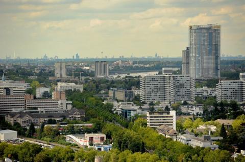 Blick vom Turm der Godesburg über Bonn bis nach Köln