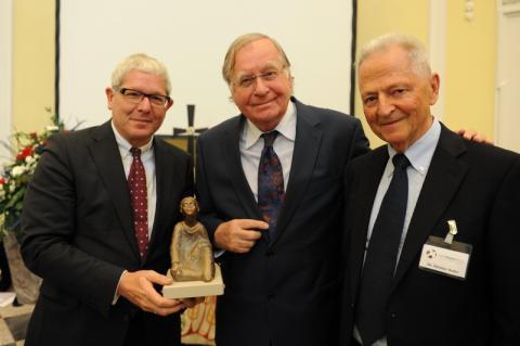 Helmut Graf (Vorstand VNR AG), Huub Oosterhuis, Preisträger Lebenswerk, Dr. Dietmar Bader, Laudator und Jury